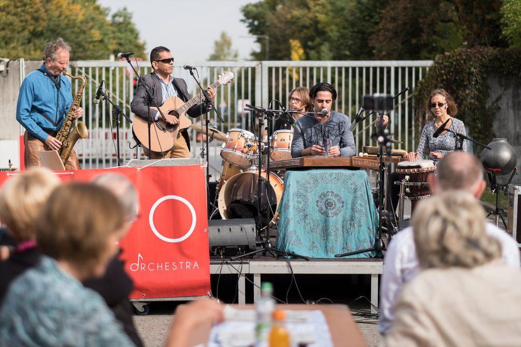 """Band spielt bei Eröffnung des Projektes """"Lighthouse"""" der Bayernkaserne"""